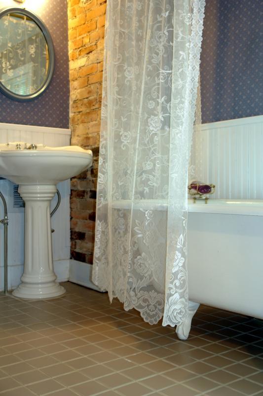 39 20s bathroom design home guides sf gate for Bathroom gate design