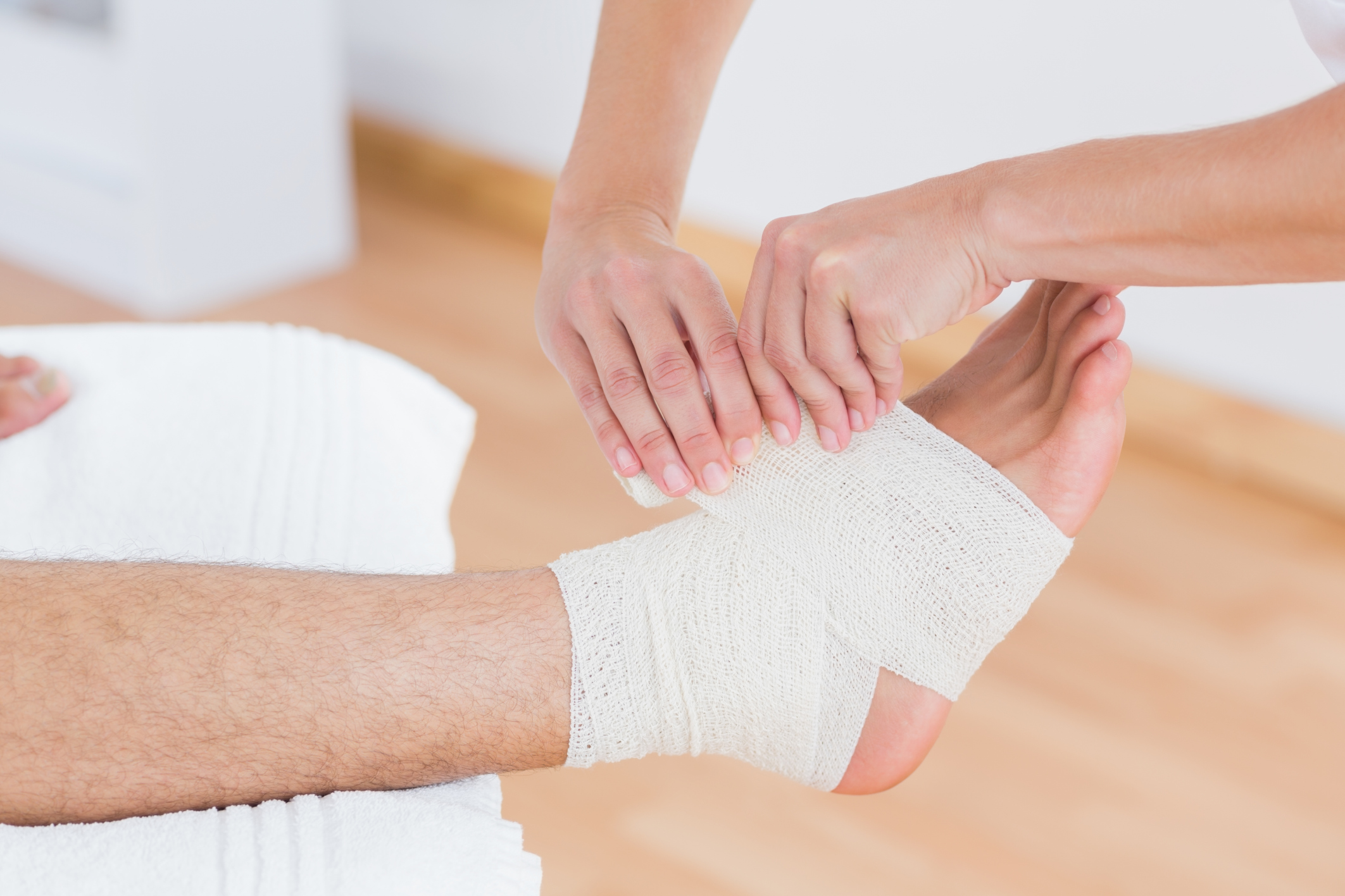 First aid for sprains and muscles