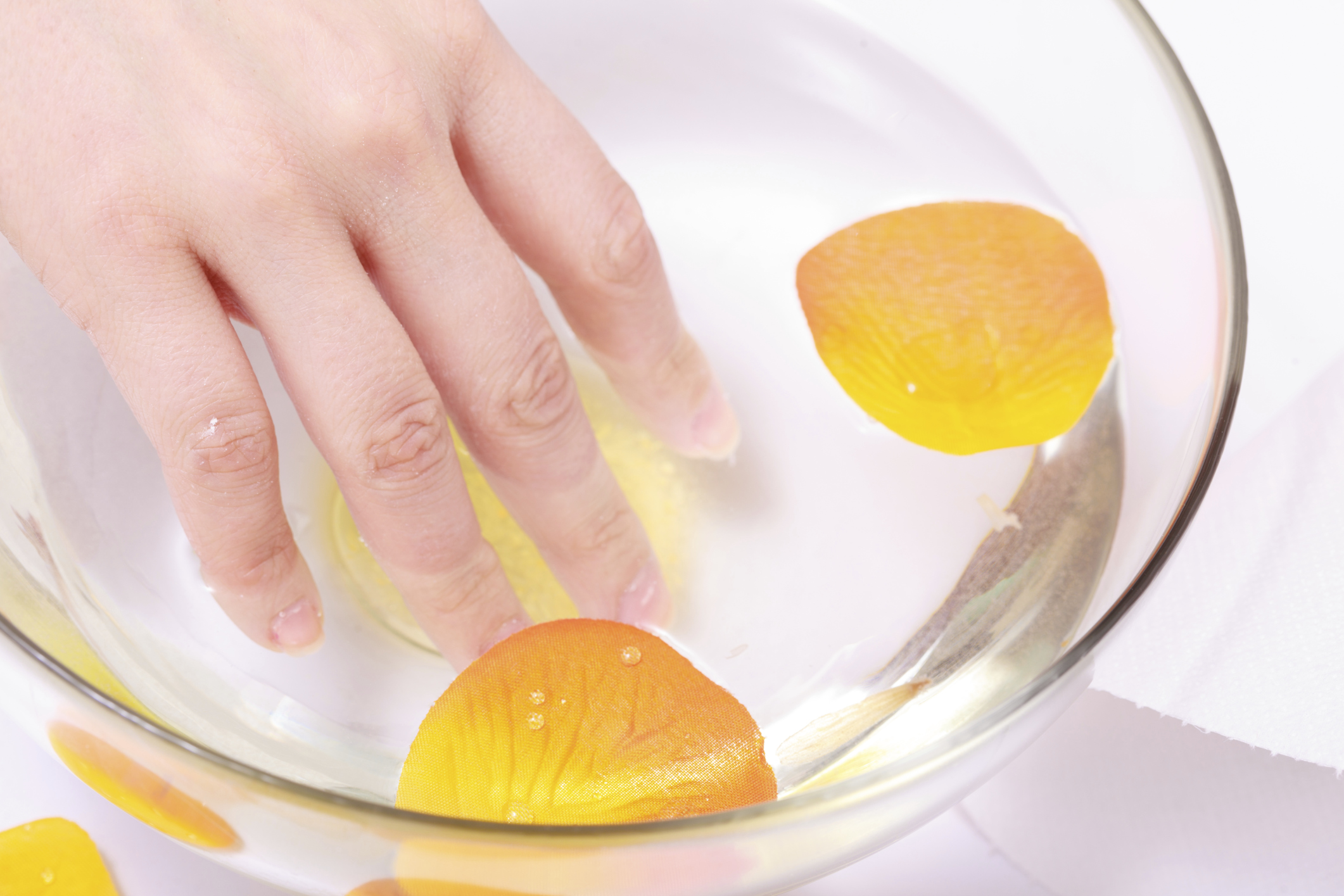 How to Soak Nails in Lemon Juice to Whiten Them | LEAFtv