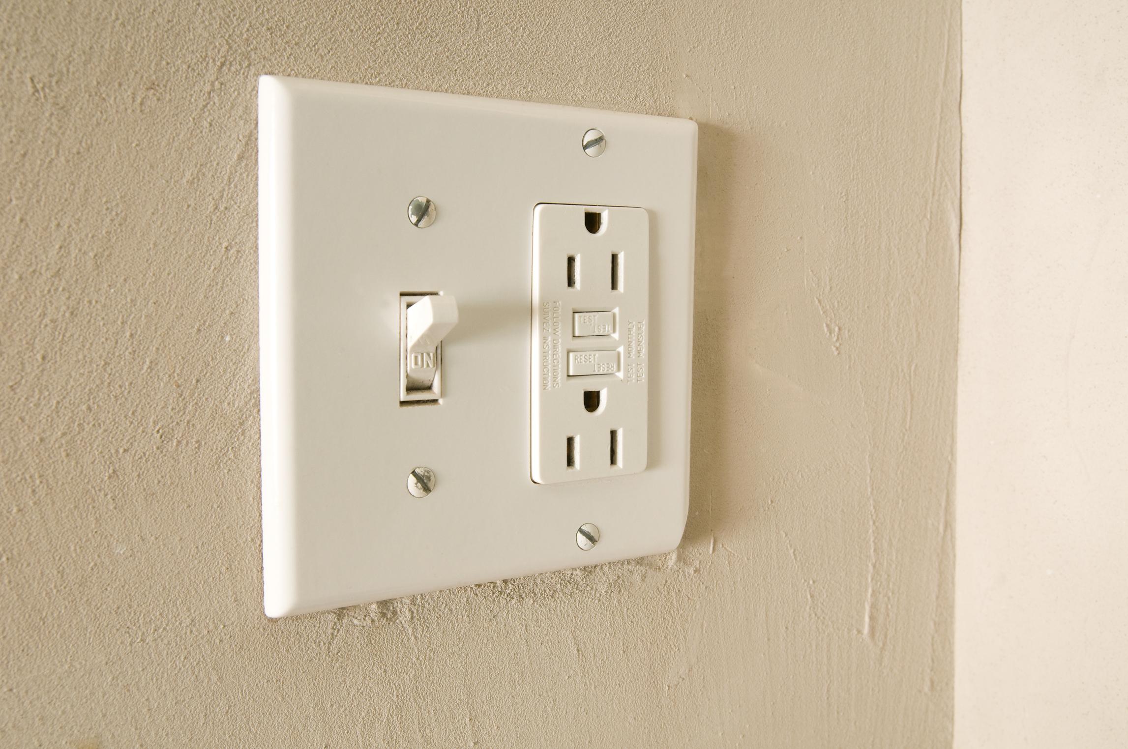 Cómo Instalar Un Interruptor Y Una Toma De Enchufe