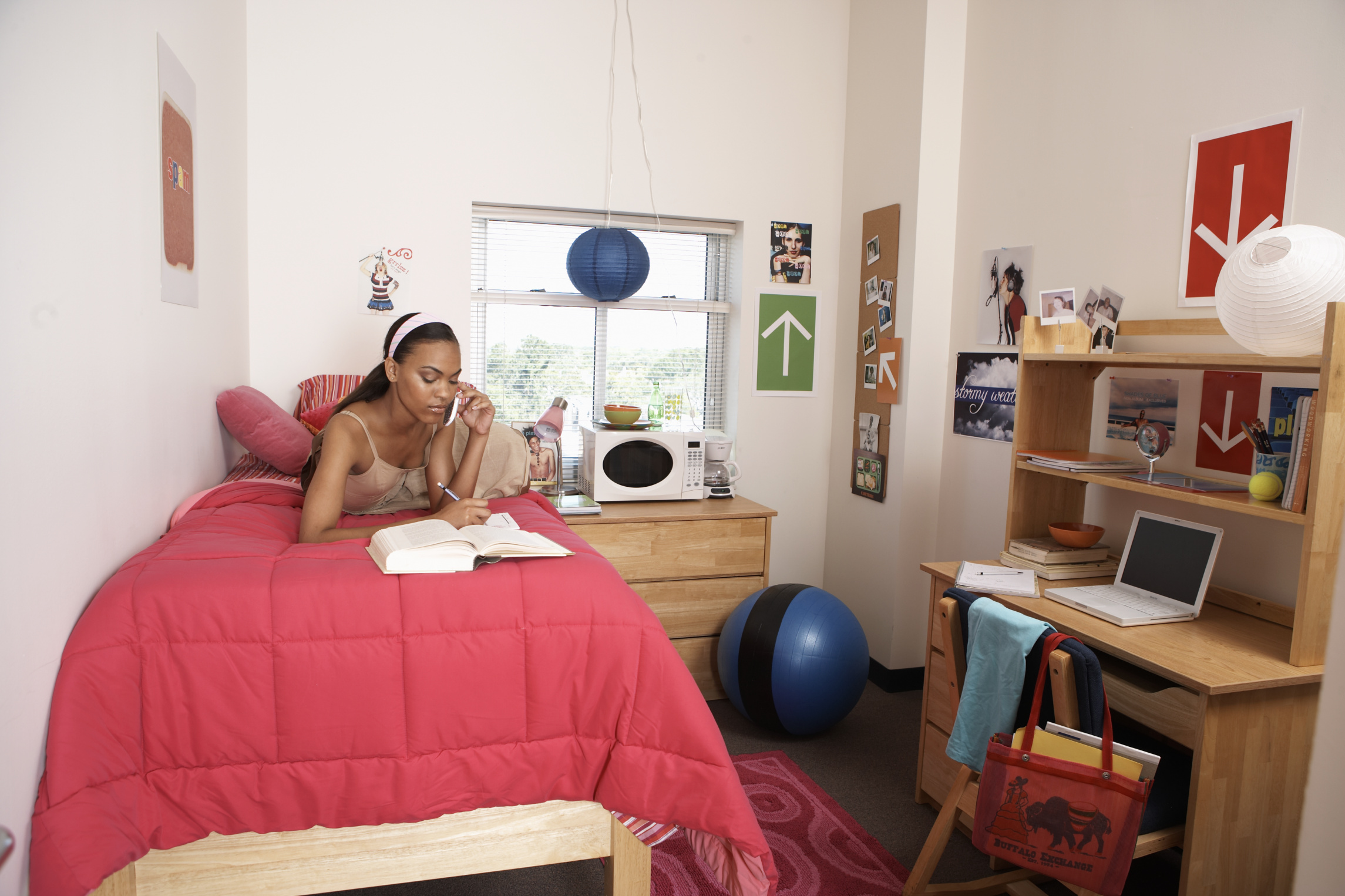 The best ways to arrange college dorm room furniture synonym for Small room synonym