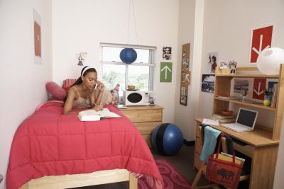 The best ways to arrange college dorm room furniture our for Ways to arrange a small living room