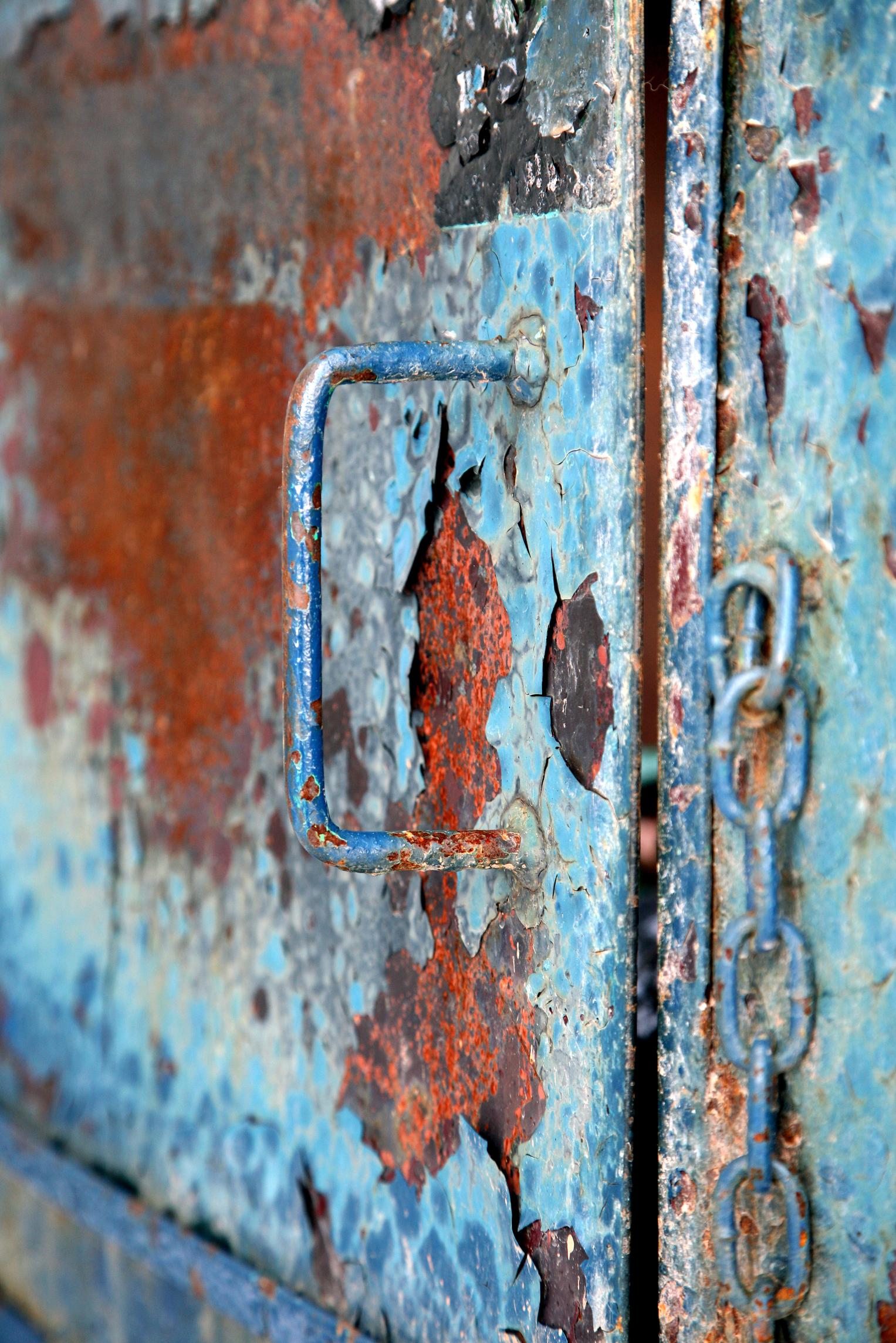 Cómo remover el oxido de una puerta de metal exterior |