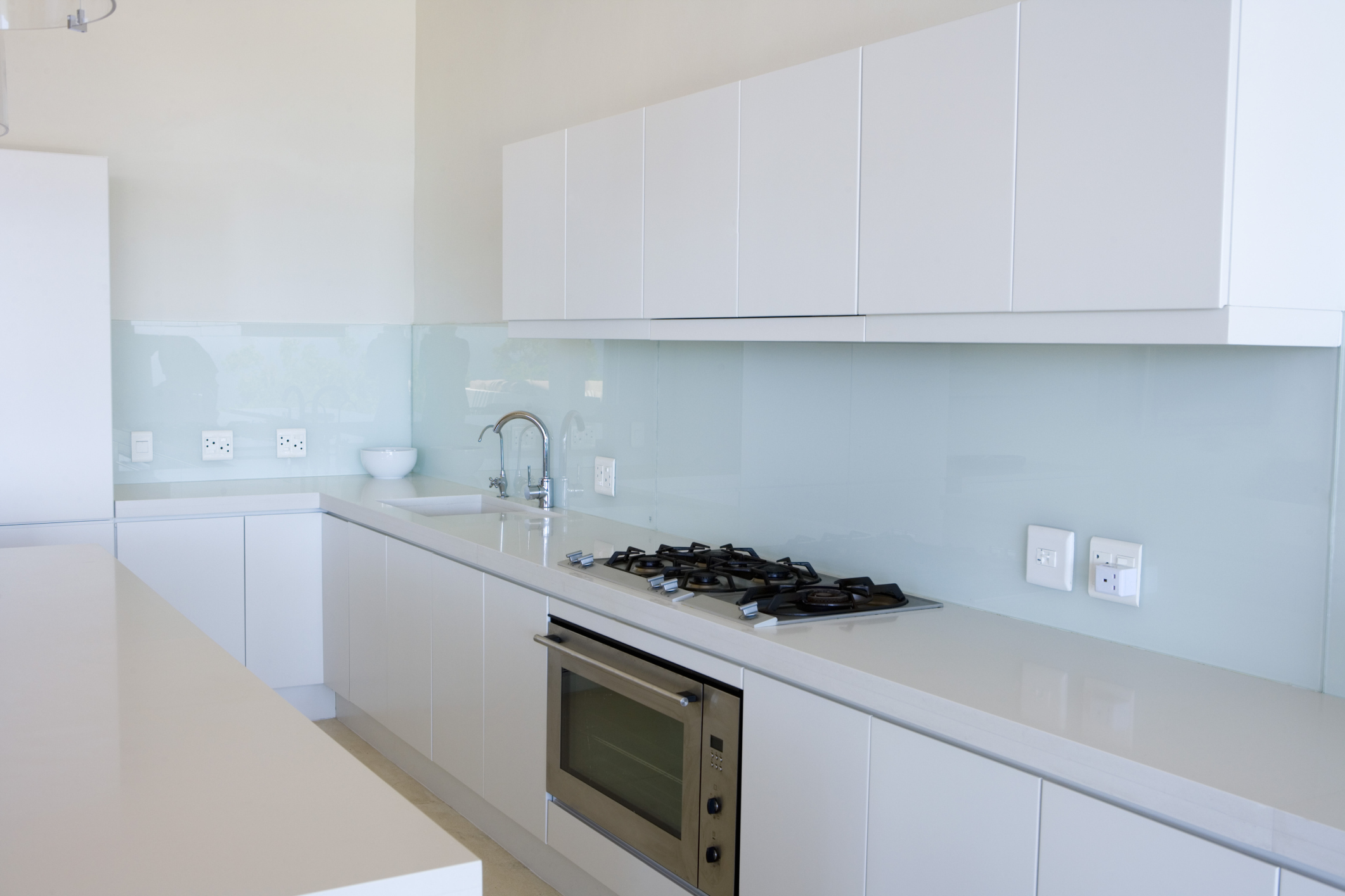 Kitchen makeovers for small rooms ehow for Laminate cabinets