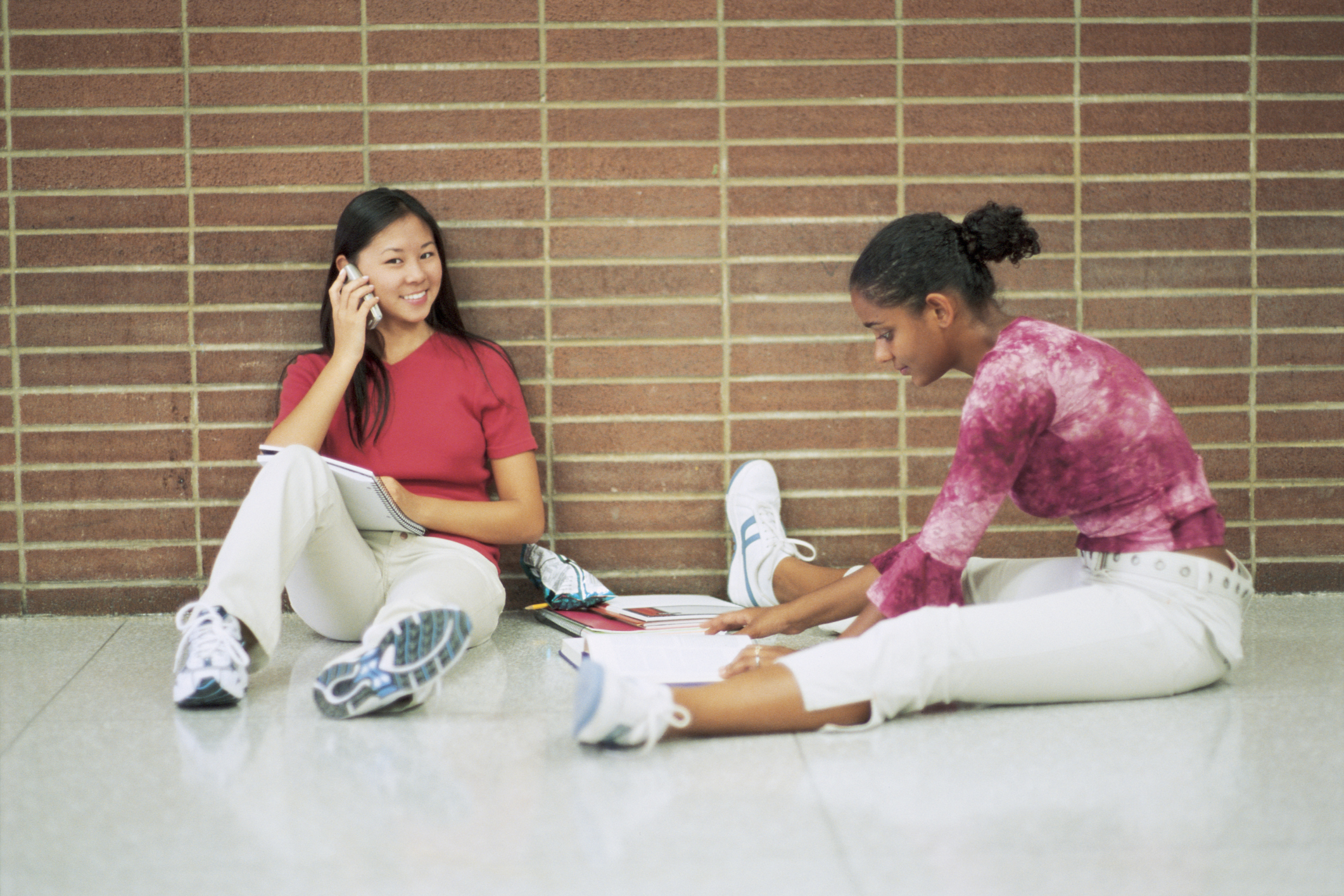 should students bring handphone to school Schools should students be allowed to bring cell phones to school schools have policies in place that try to balance the need for safety with.