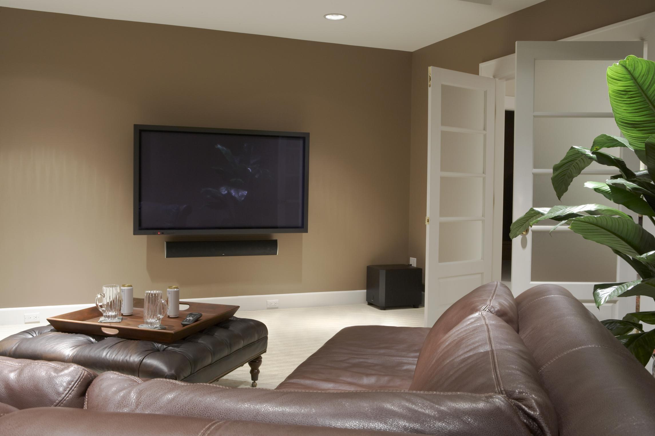 Cómo decorar la pared luego de instalar un televisor de 42 pulgadas |
