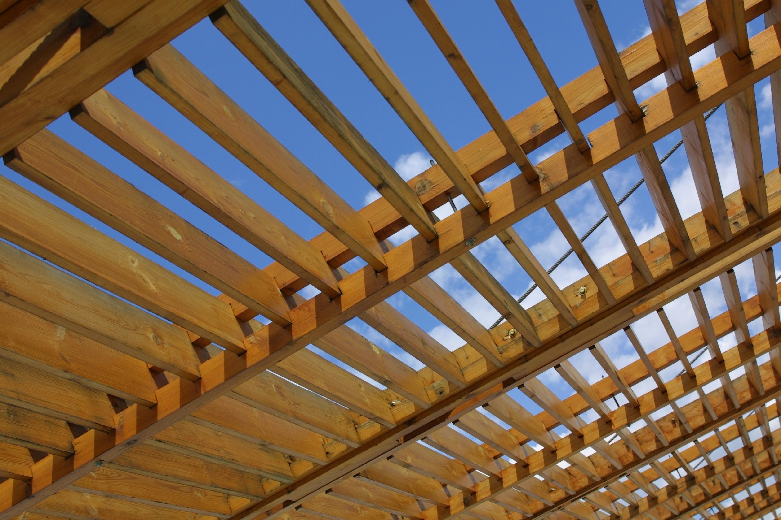 Vigas redondas de madera diseos de prgolas de madera - Restaurar vigas de madera ...