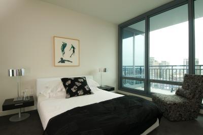 Design tips for beds in a small room home guides sf gate - Decoracion de dormitorios modernos ...