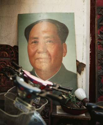 a look at communist china and the role mao tse tung in communism Mao tse-tung was born in a tile-roofed house surrounded by rice fields and low hills in shaoshan, a village in hunan province, in central china, on december 26, 1893 his father, mao jen-sheng, was a tall, sturdily built peasant, industrious and thrifty, despotic and high-handed.