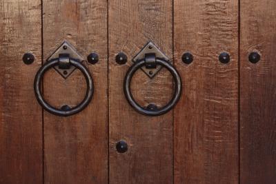 C mo darle un nuevo acabado a una puerta antigua de madera for Como restaurar una puerta antigua de madera