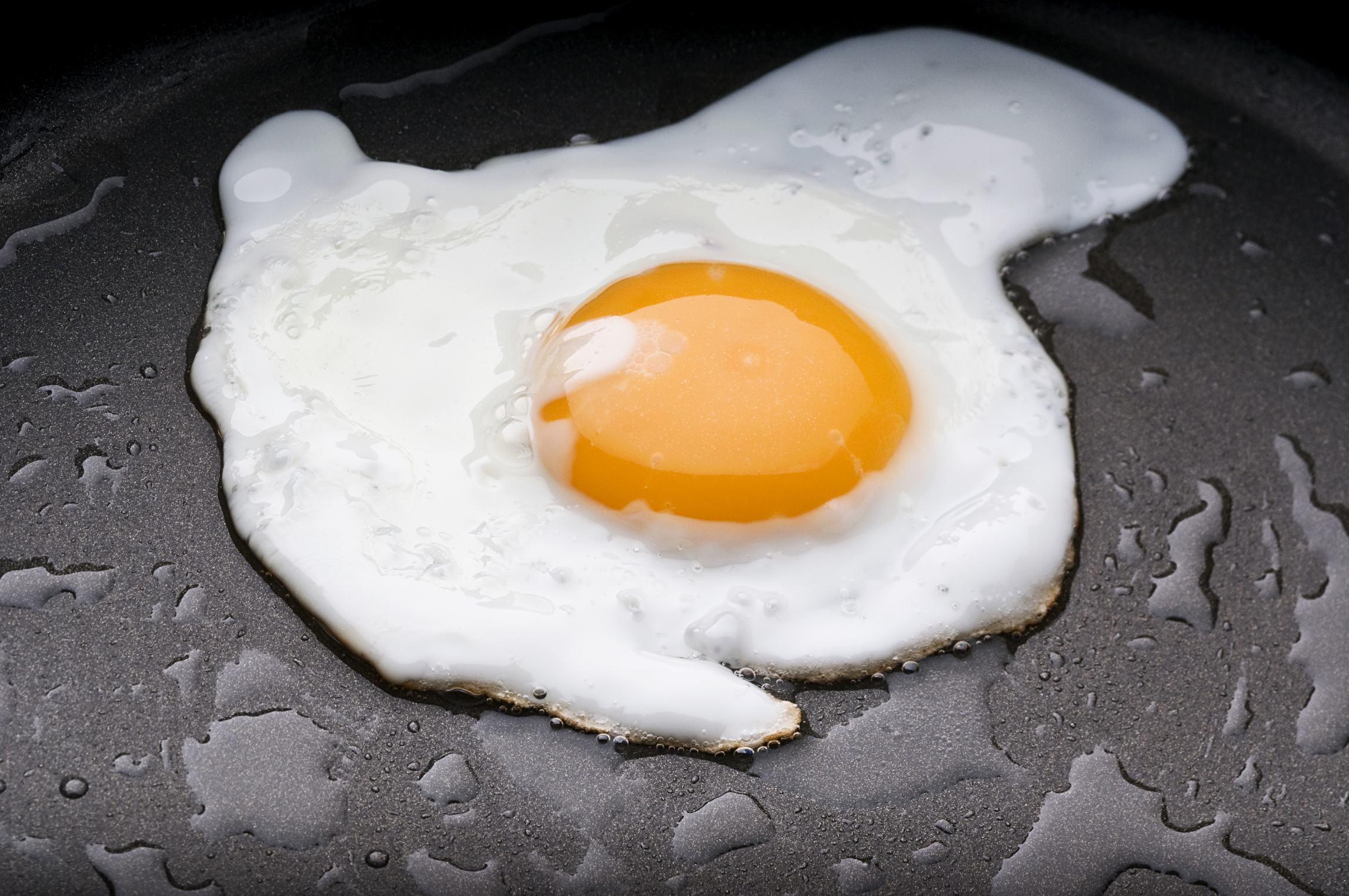 Frying eggs vs raw eggs livestrong ccuart Images