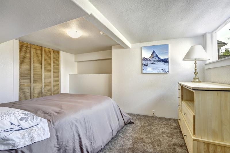 Buying furniture for small rooms with low ceilings home - Dresser for small room ...