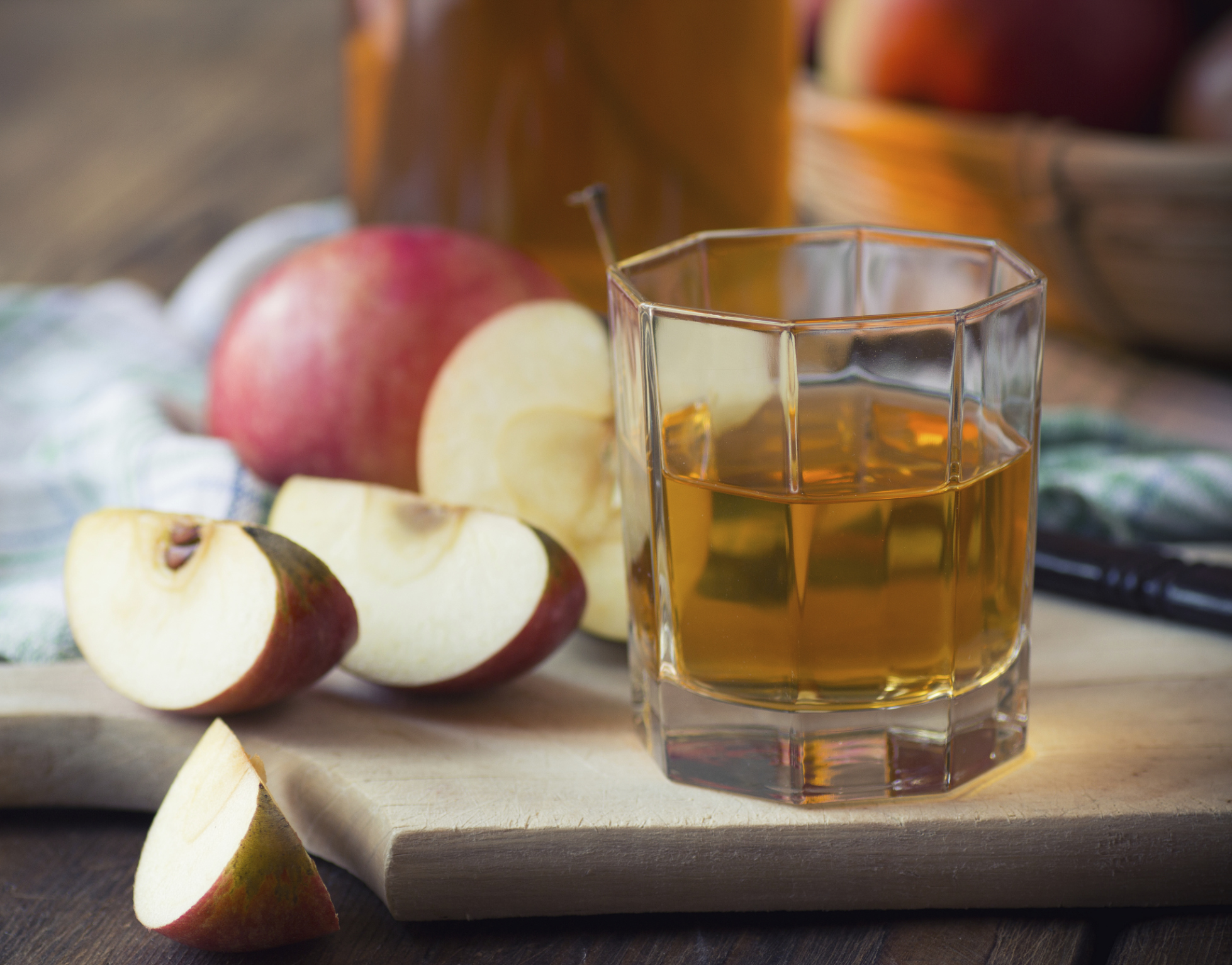 Apple juice: the benefits and harms of a drink