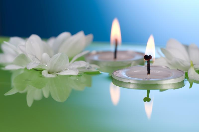 How To Create A Centerpiece Using Tea Lights In Water