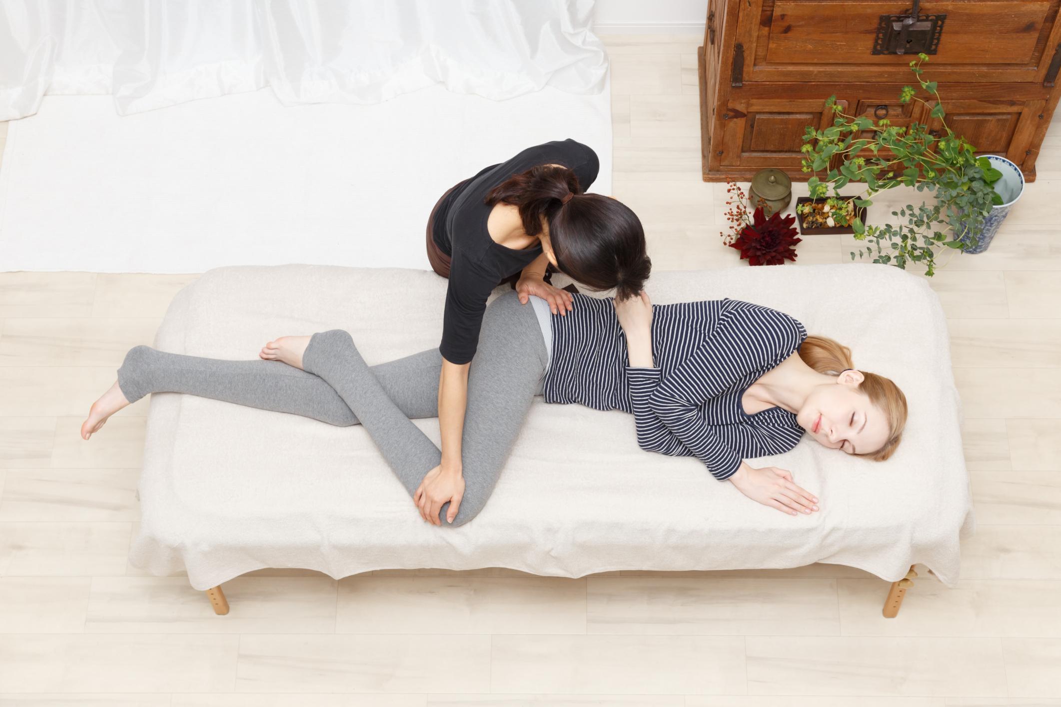 Hip Tendinitis Stretches | LIVESTRONG.COM
