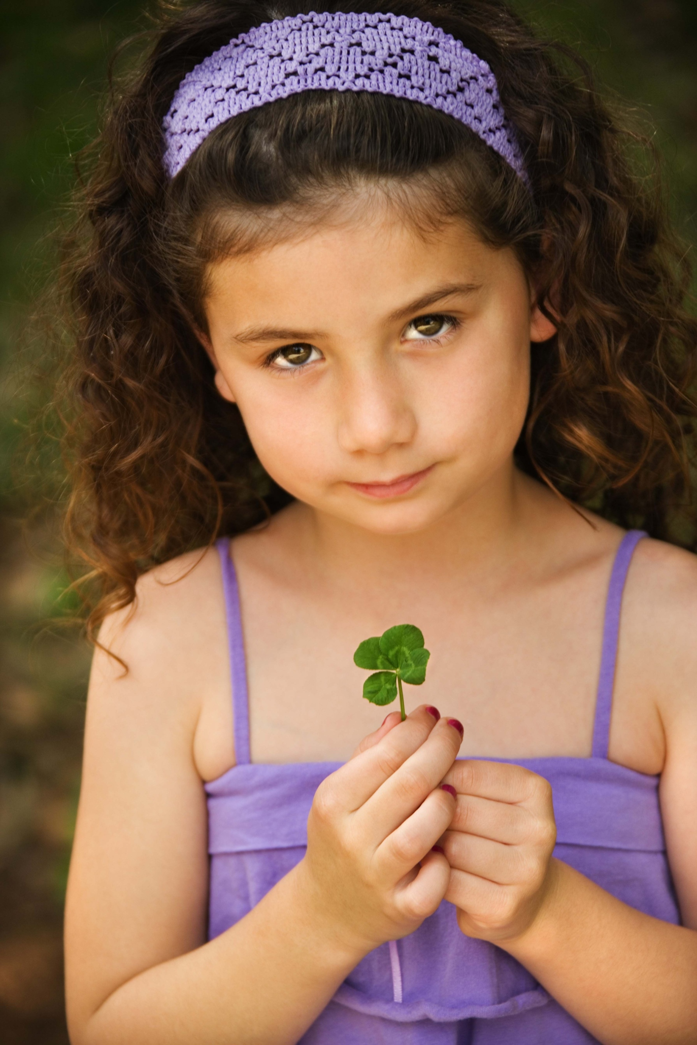 How to Preserve a Four Leaf Clover in a Frame