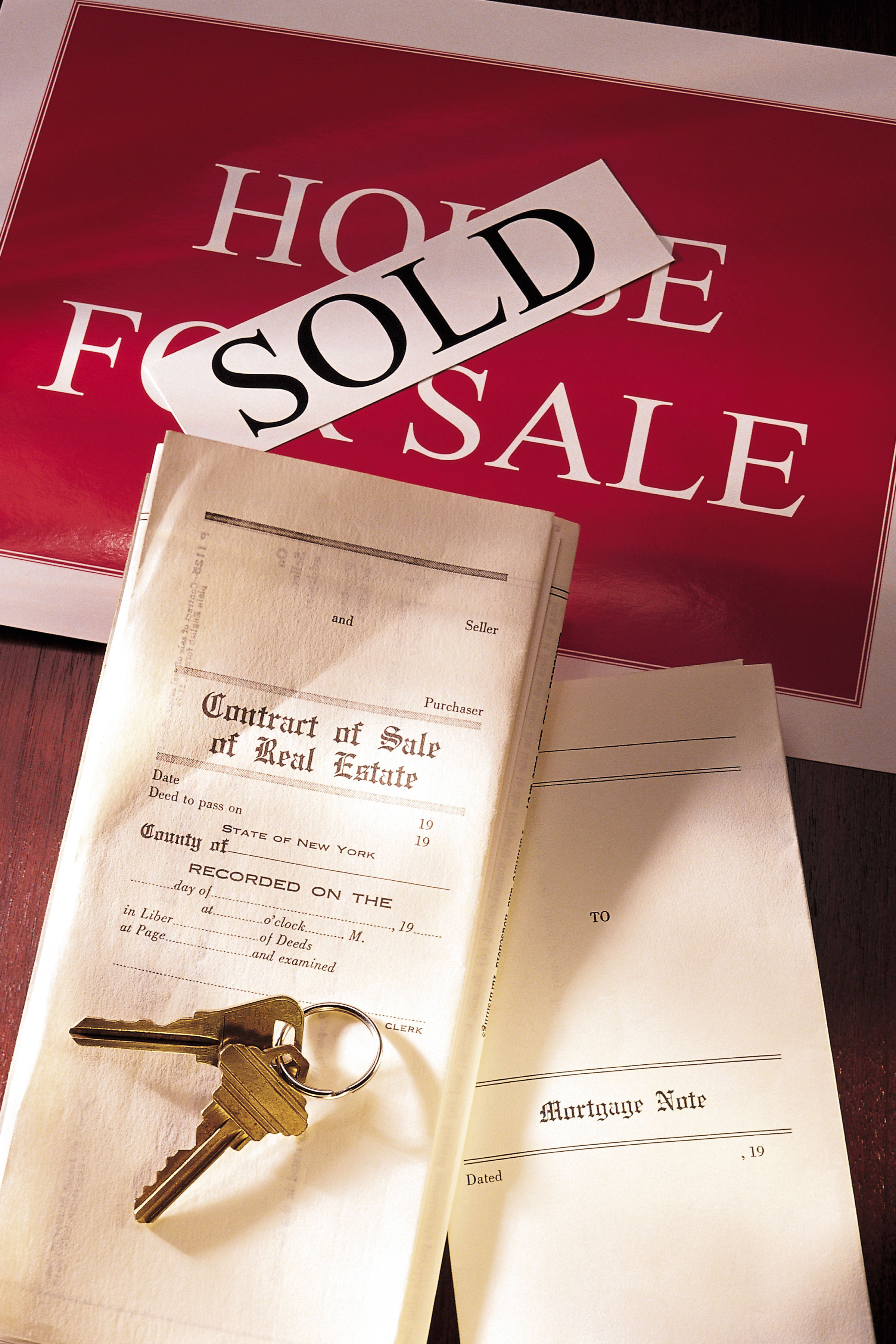 Does a Seller Have to Have a Paid-off Home Before a Contract
