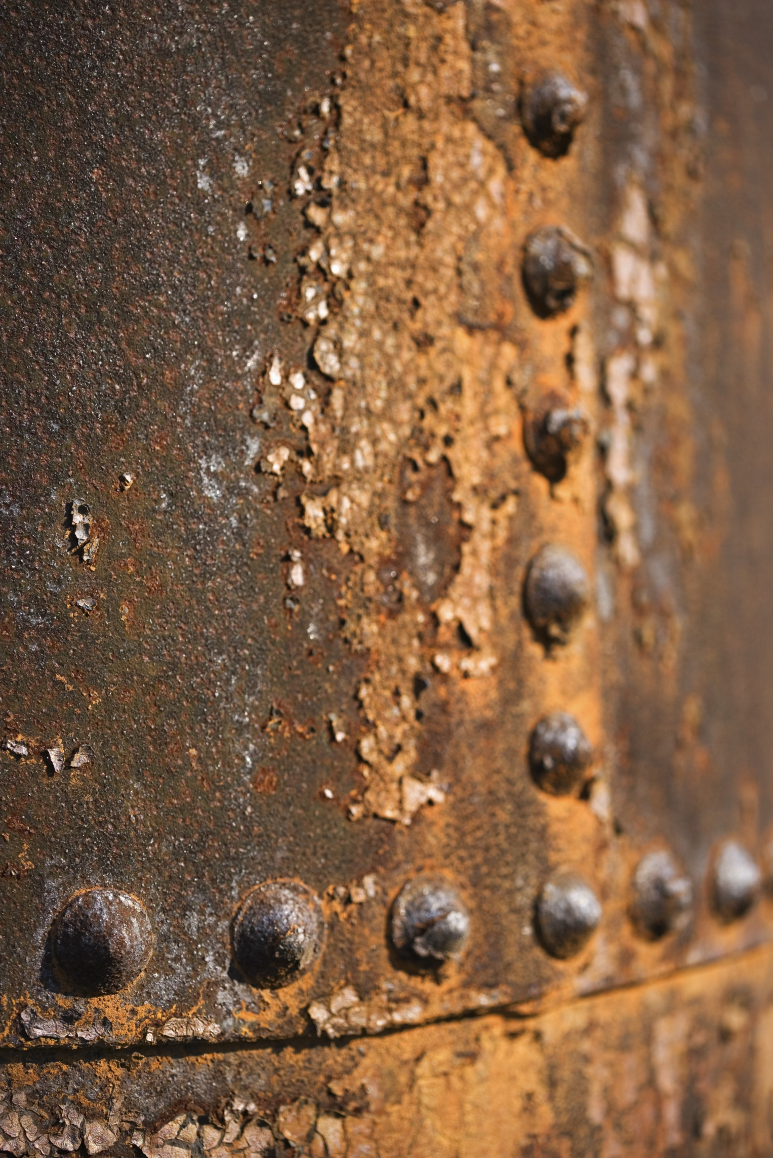 What Chemicals Rust Metal Rapidly