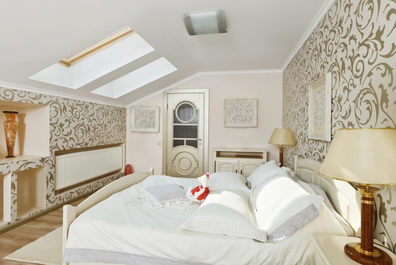 How to Cure a Slanted Ceiling in a Feng Shui Bedroom | Home ...