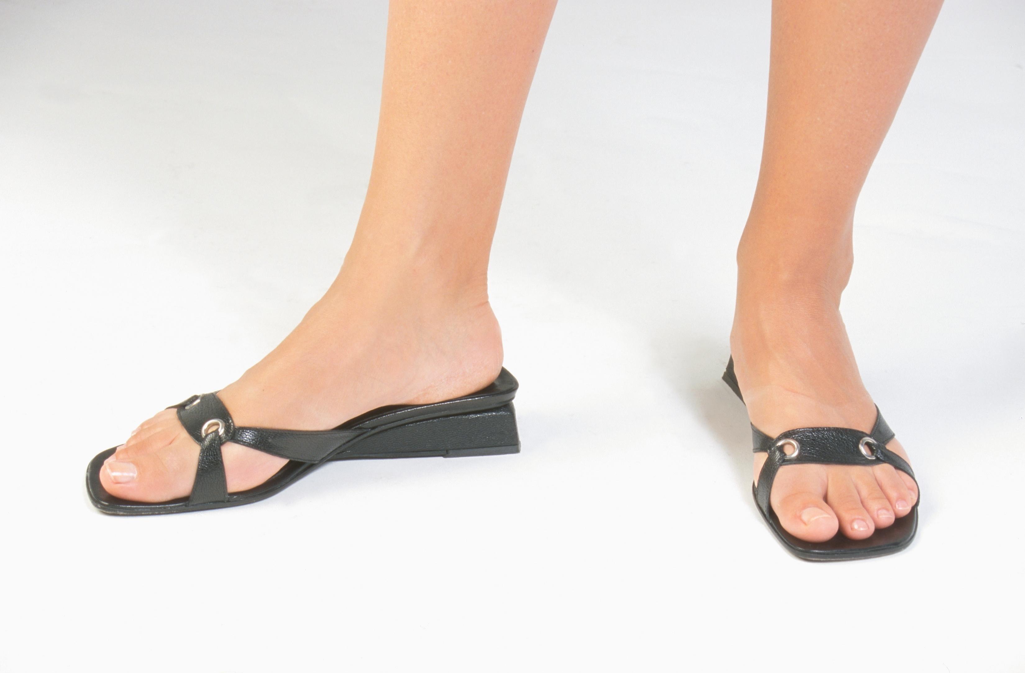 Cómo Cuero Que Sandalias Tienen Olor De Limpiar Mal tQdhsr