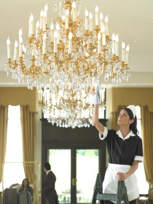 Hanging A Large Crystal Chandelier, How To Hang A Heavy Crystal Chandelier