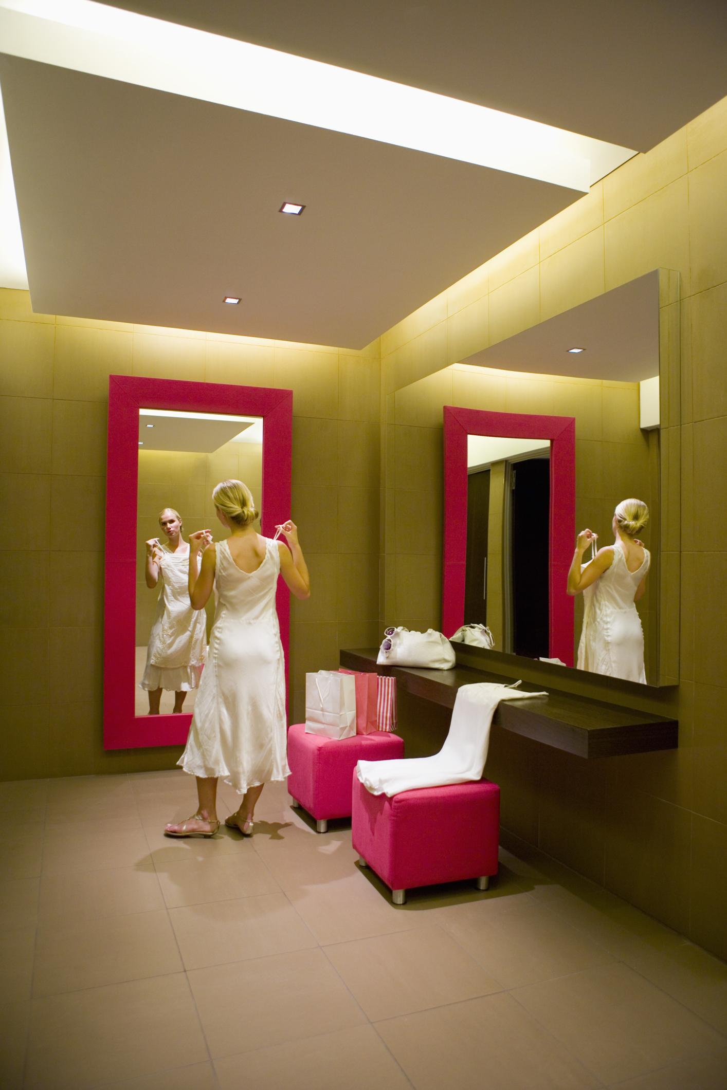 b10e4e4f432 Ideas for the Design & Layout of a Boutique for a Business | Chron.com