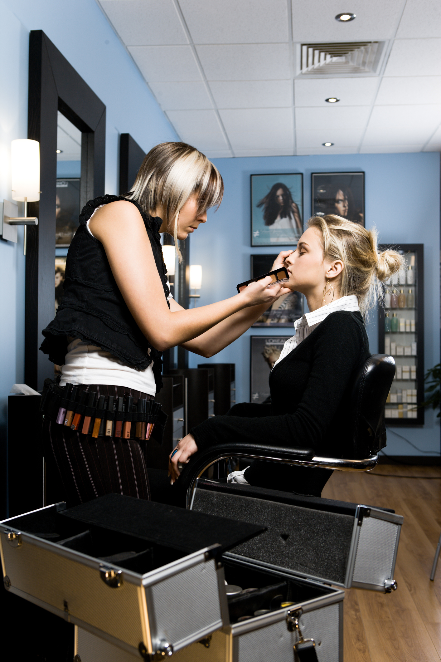 The Yearly Salary for a Makeup Artist | Chron com