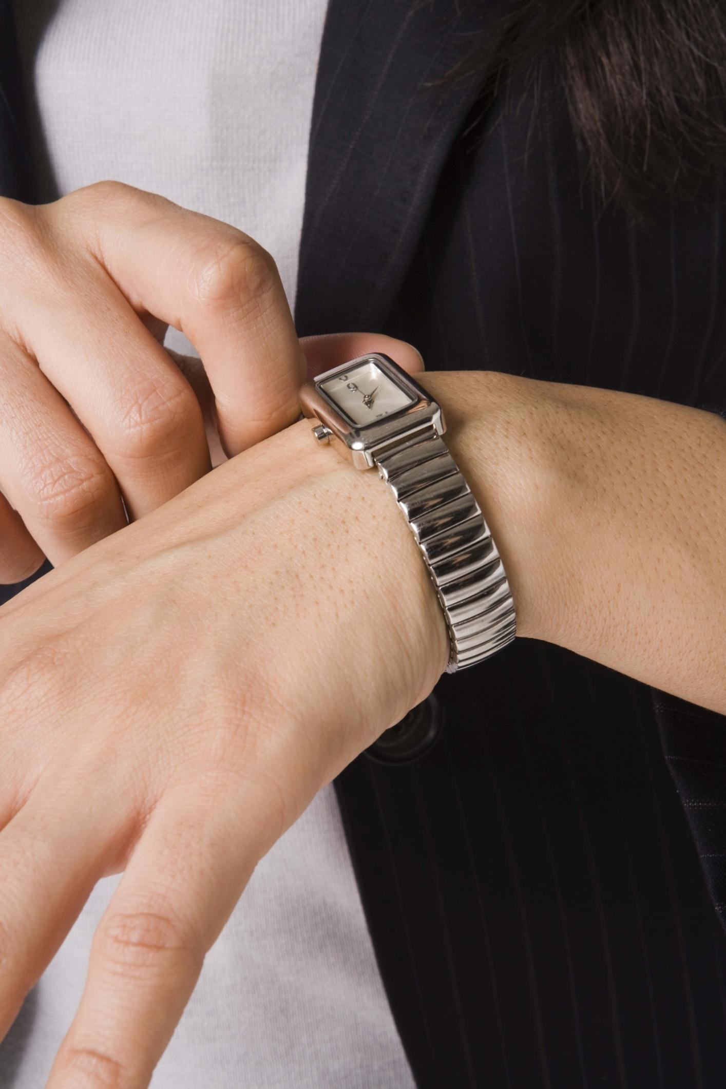 En Establecer Un Casio Iluminator Cómo Hora Reloj La zqSVpUM