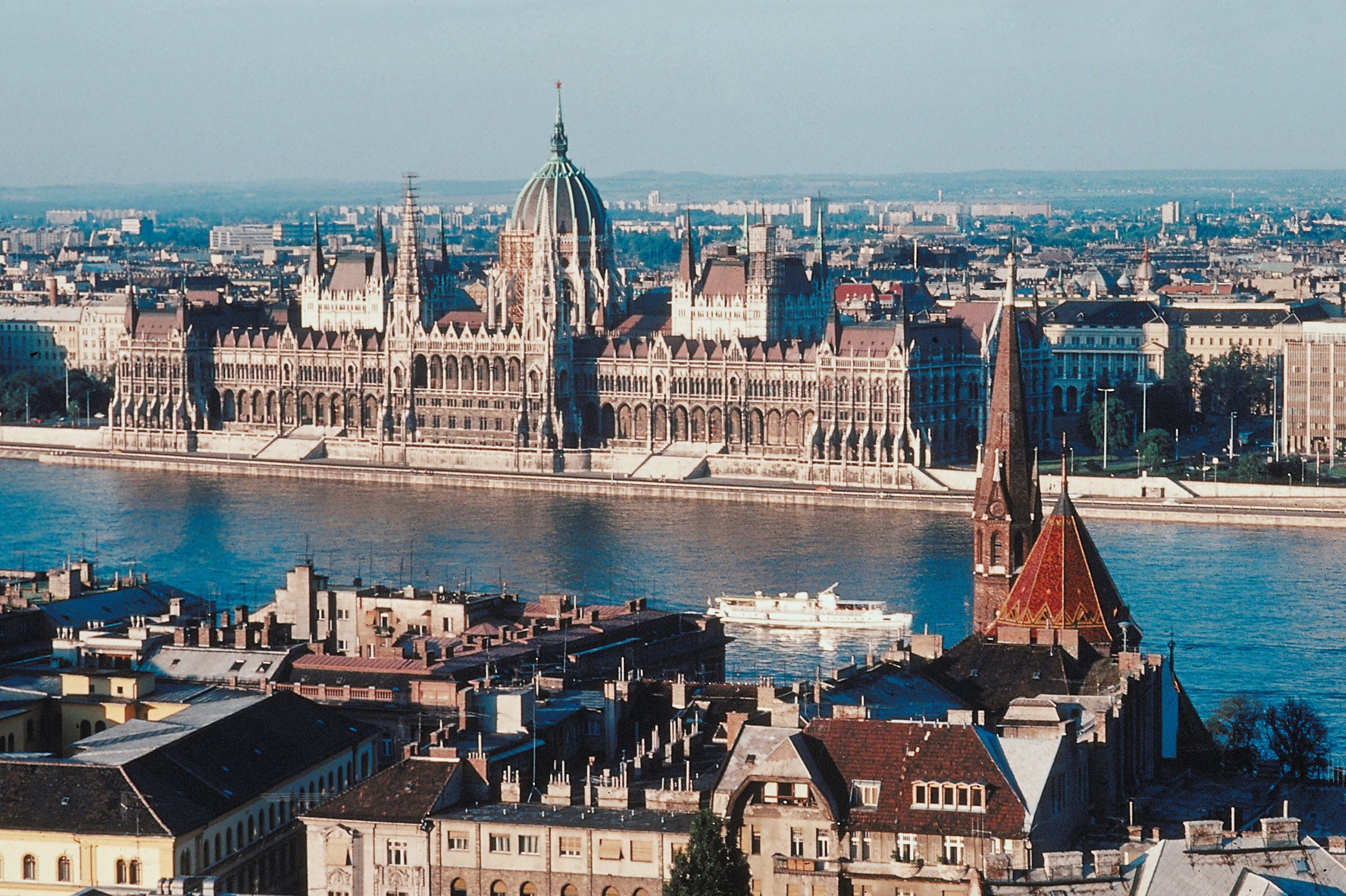 how to travel between budapest and vienna