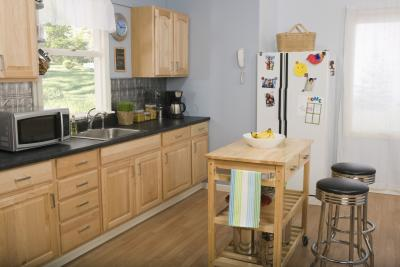 What Colors Go With Light Colored Oak Cabinets