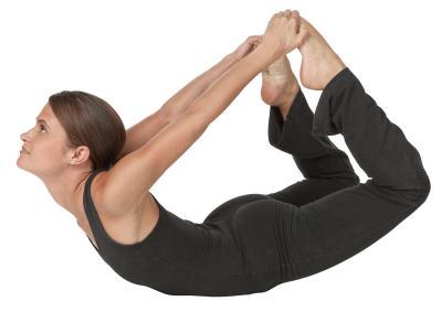 bikram yoga for middle back pain  woman