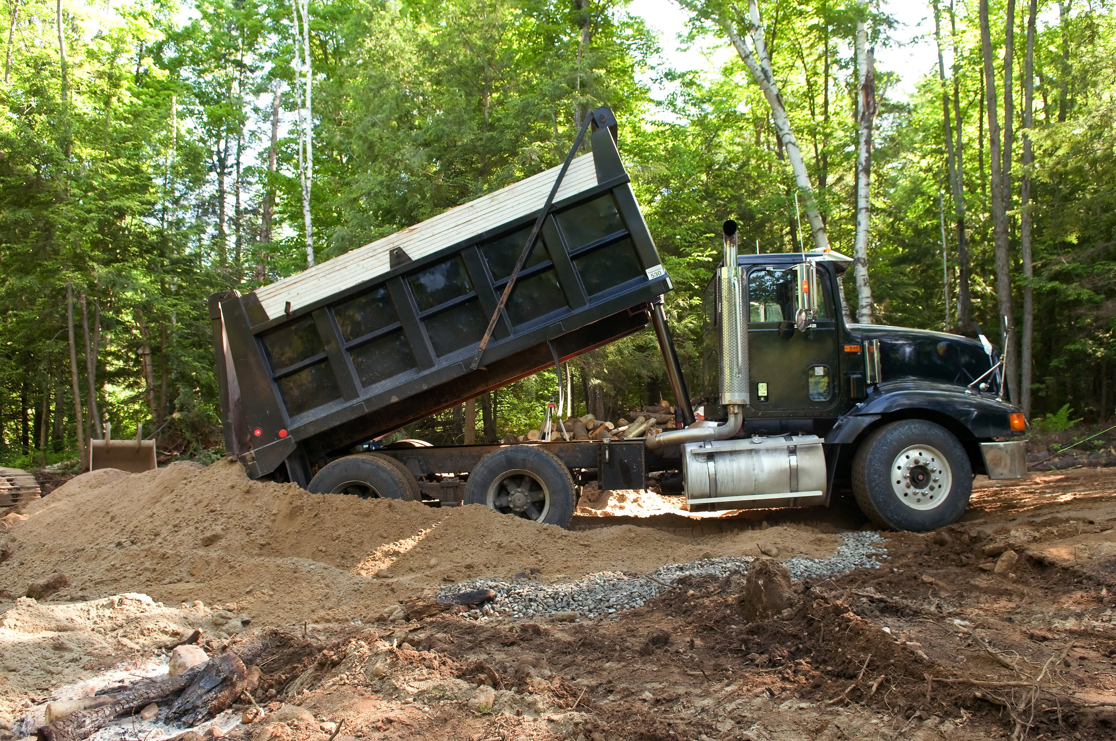 How to Become an Owner & Operater of a Dumptruck | Chron com