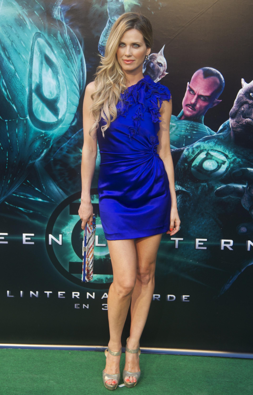 4b86fa2b6d ¿Qué zapatos usar con un vestido azul eléctrico