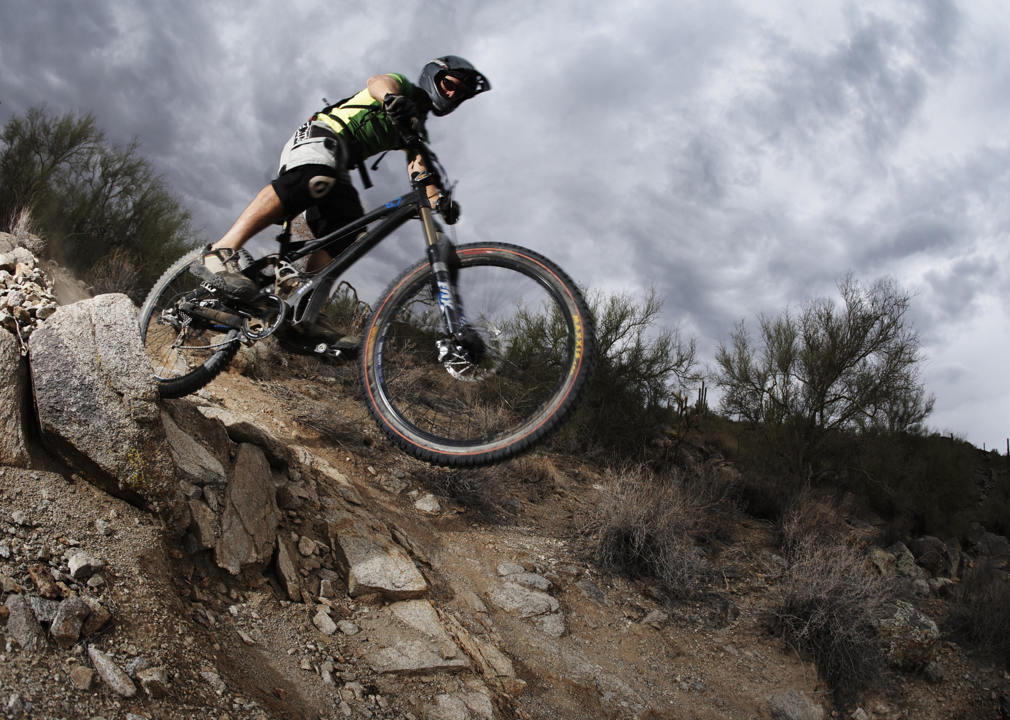 aab3318d43a What Is the Difference Between a Downhill Bike & a Freeride Bike? |  Chron.com