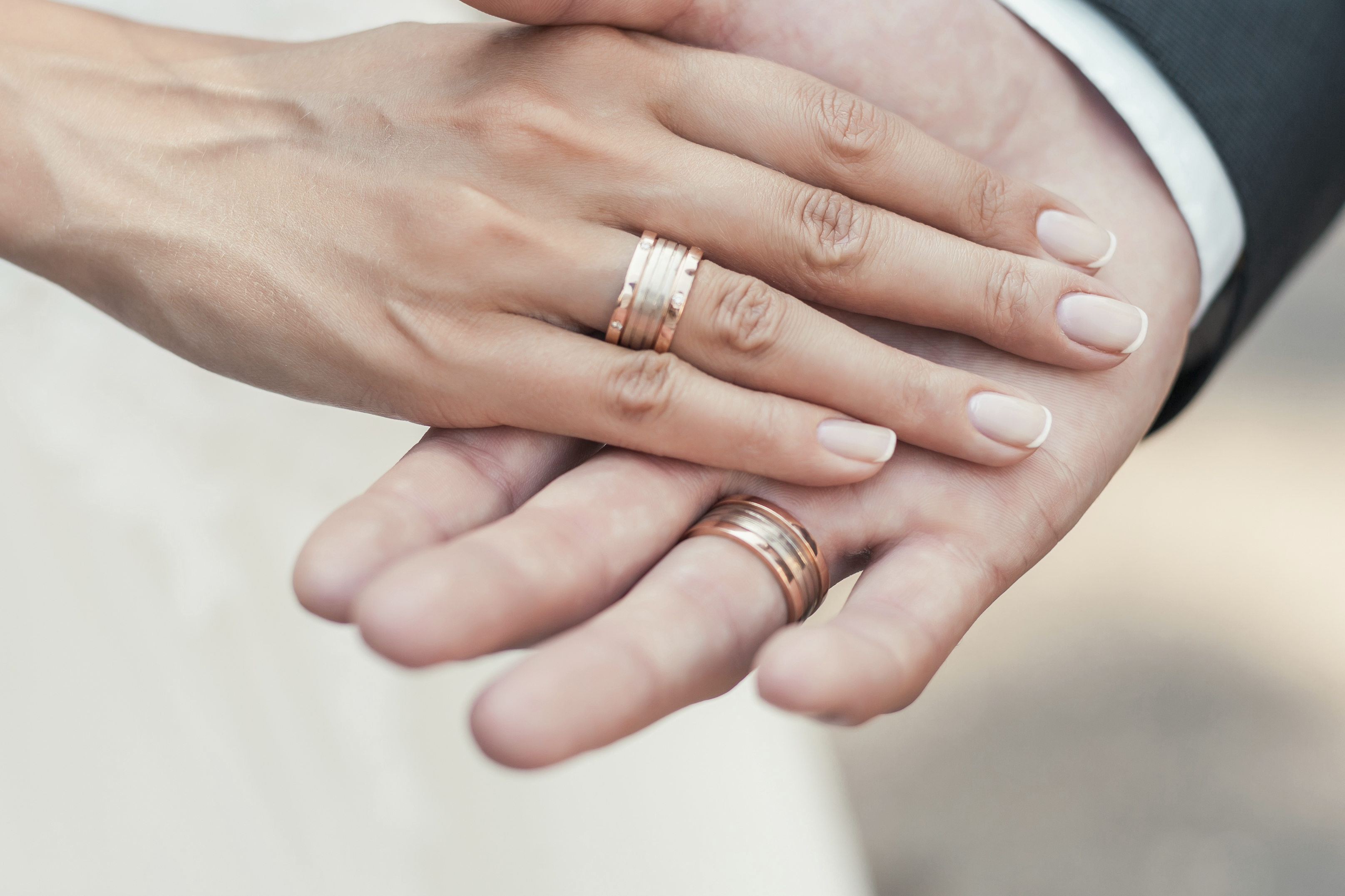 How To Wear Wedding Rings.How To Wear A Wedding Band And Engagement Ring Leaftv