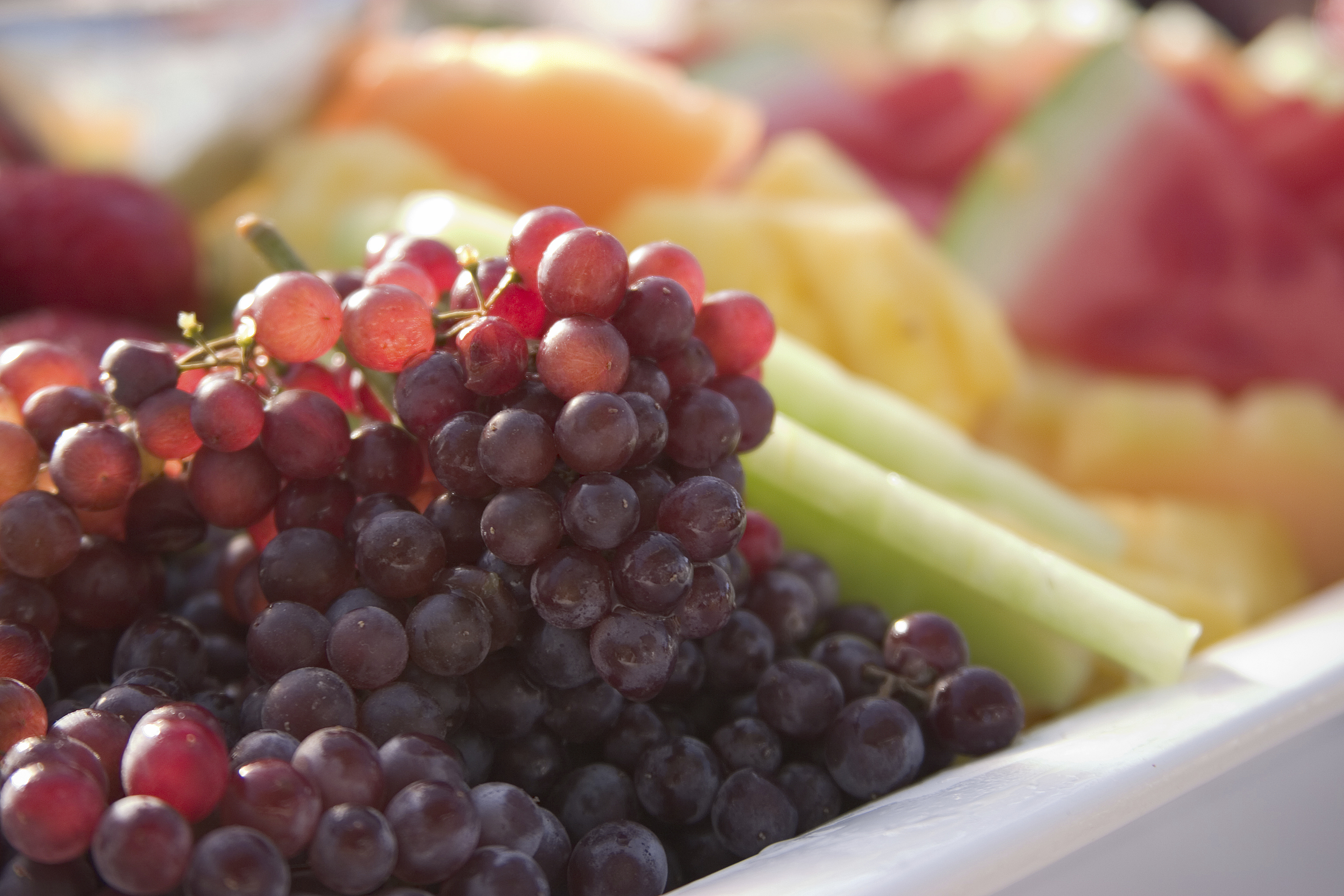 How to Plan a Fruit Tray for 100 People | LEAFtv