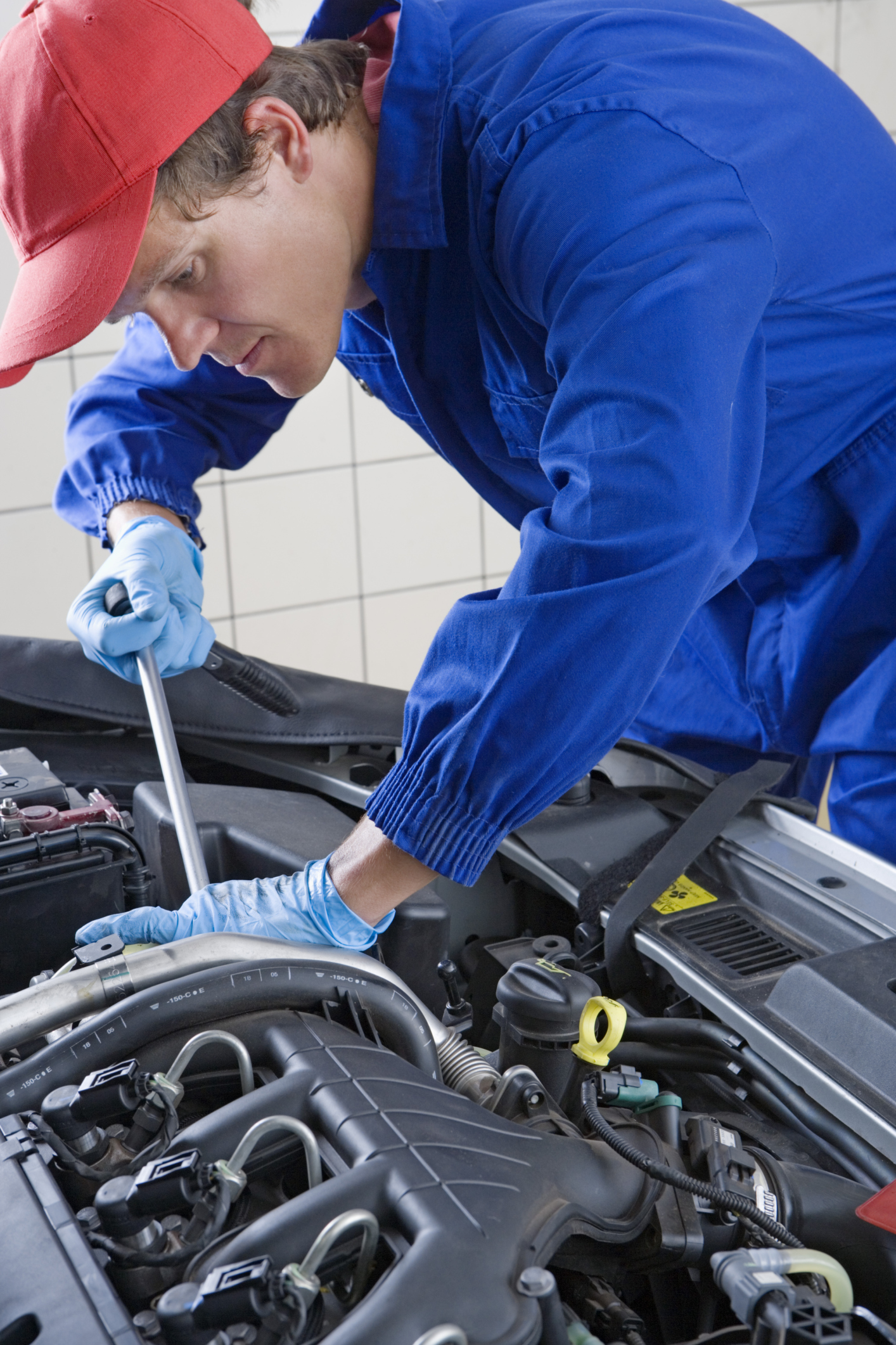 The Difference Between An Automotive Engineer An Auto Mechanic Work Chron Com