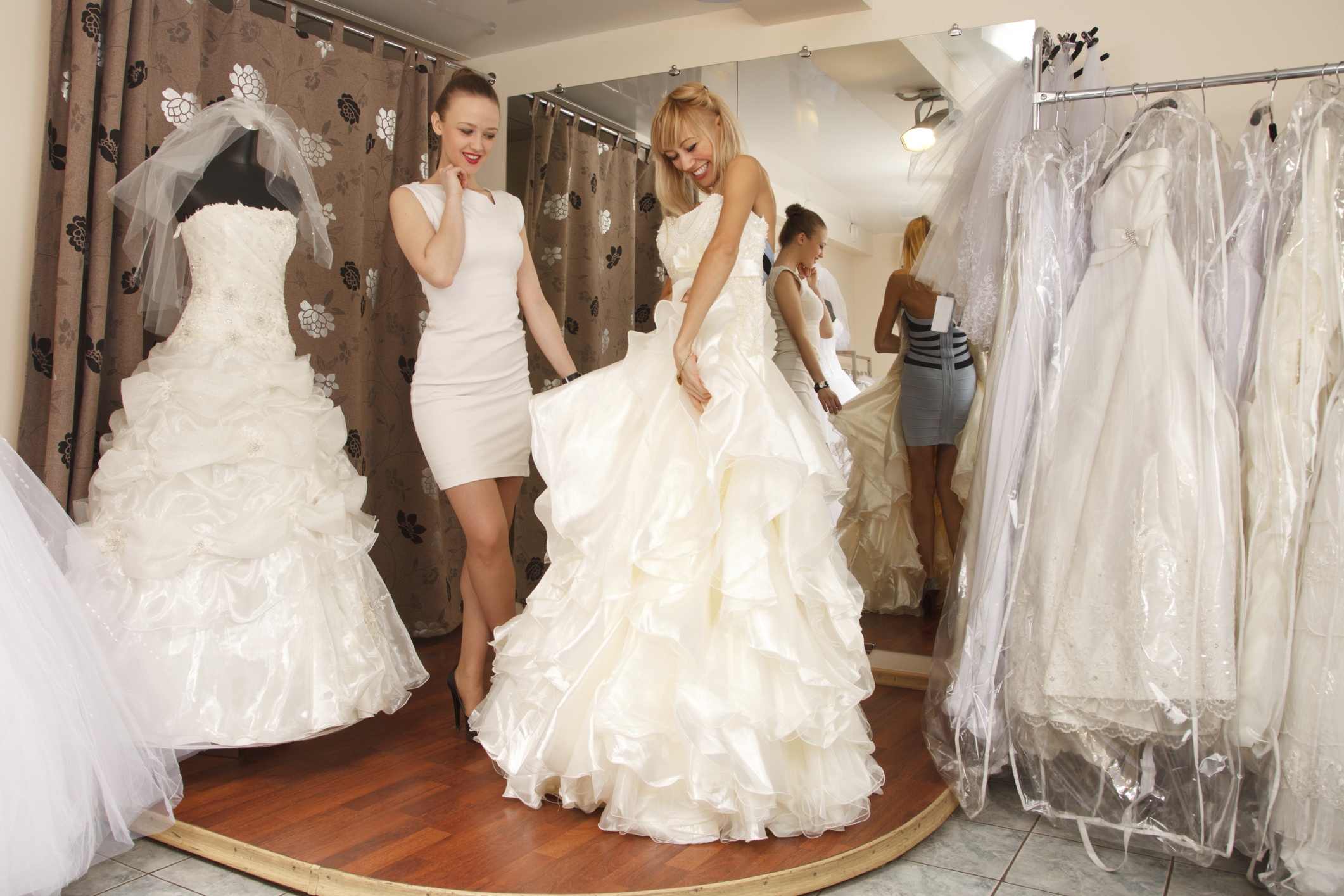 Colors To Wear With An Ivory Wedding Dress Leaftv