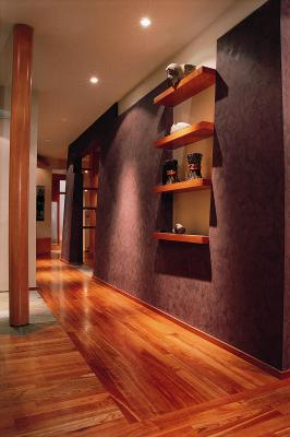 How to Apply Polyurethane to Hardwood Floors With No Bubbles