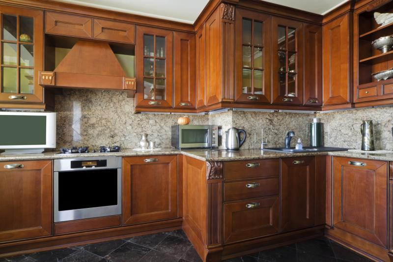 How to Remove an Odor From Wooden Cabinets in a Kitchen