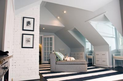 How To Decorate A Vaulted Wall In Family Room