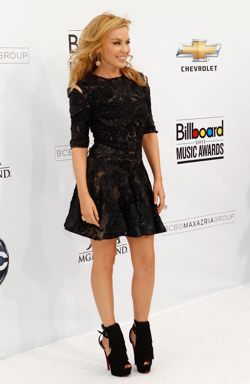Zapatos para usar con vestido negro corto