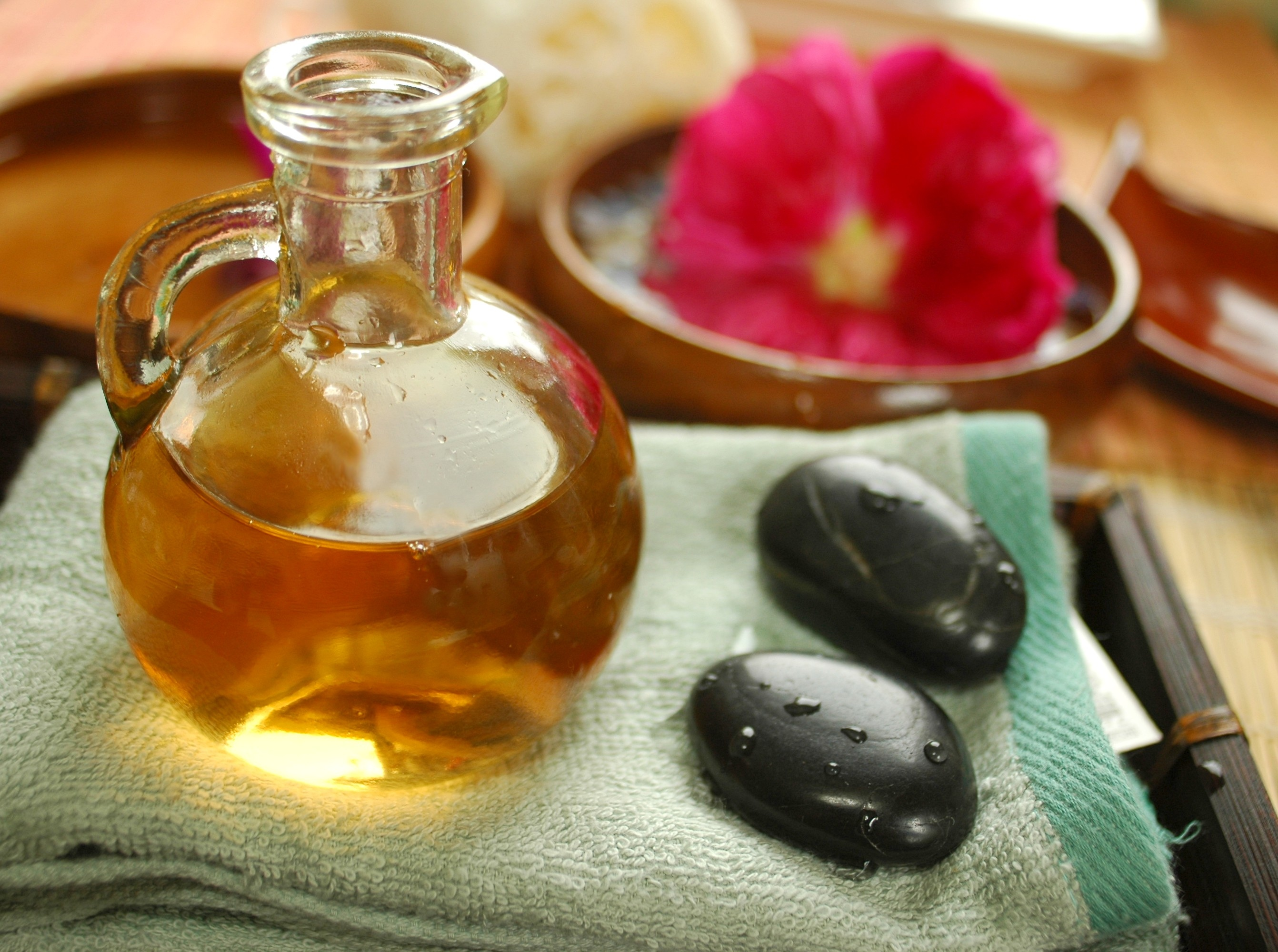 What Are the Benefits of Olive Oil Massage? | LEAFtv